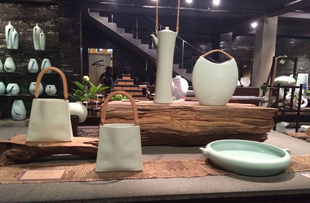 现代设计加上景德镇的工艺,瓷器品牌 spin 却赢得了外国客户的心