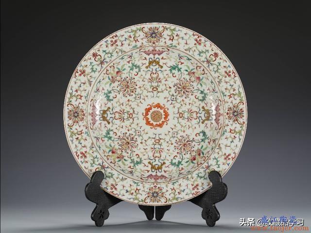 历史文物:嘉庆官窑 粉彩福寿缠枝花卉纹折沿大盘